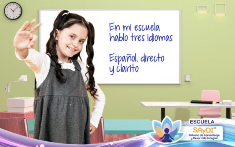En mi escuela hablo tres idiomas: español, directo y clarito